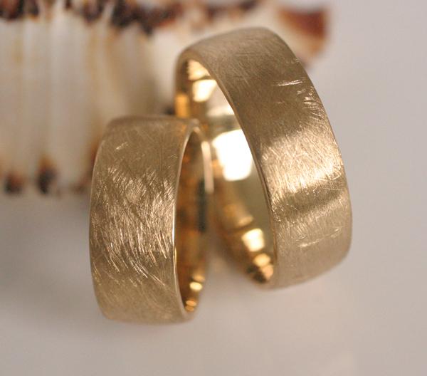 Eheringe gold eismatt  Trauring (IM279) - Goldschmied Eheringe